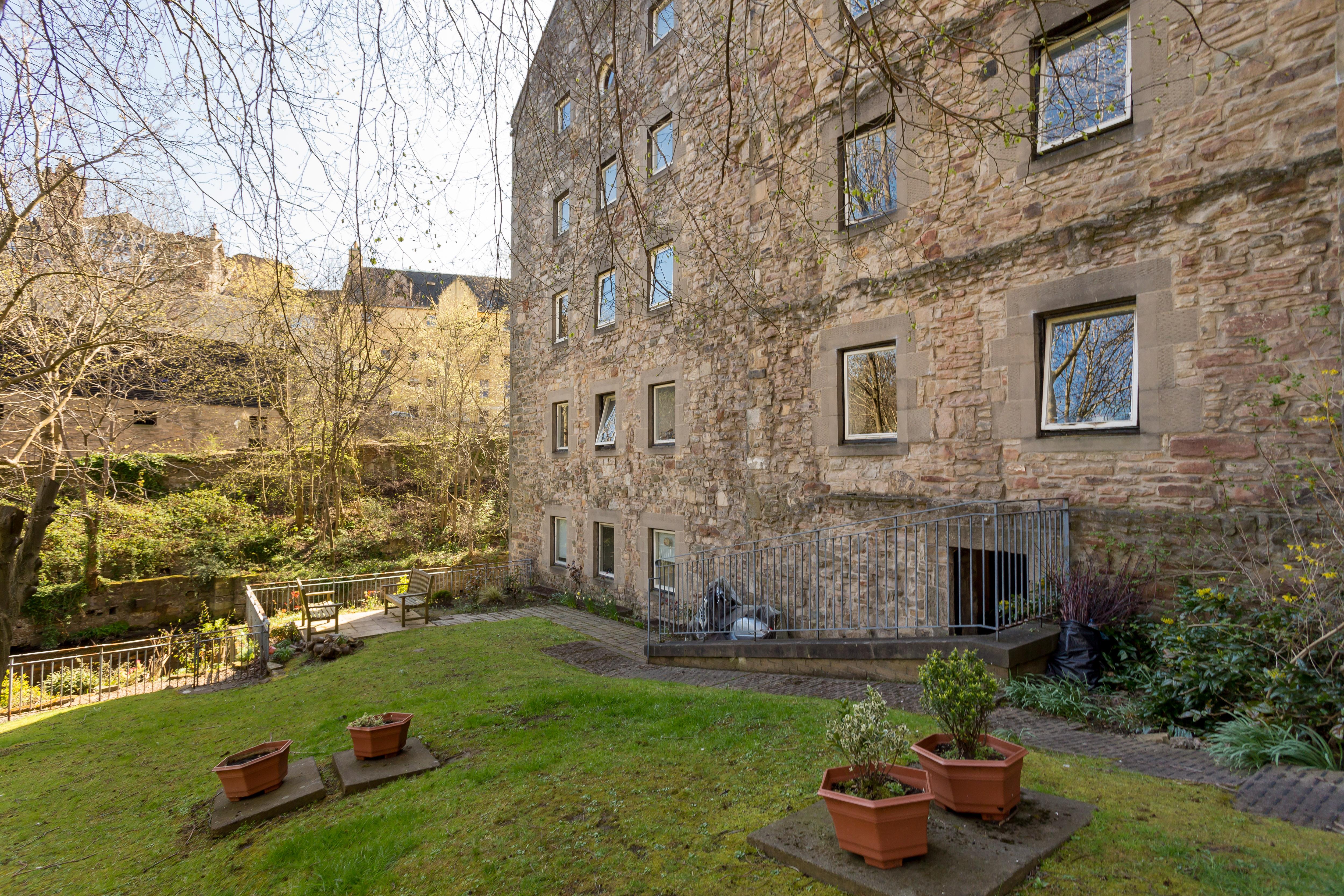 400 Dean Village Apartment | Edinburgh Holiday Accommodation
